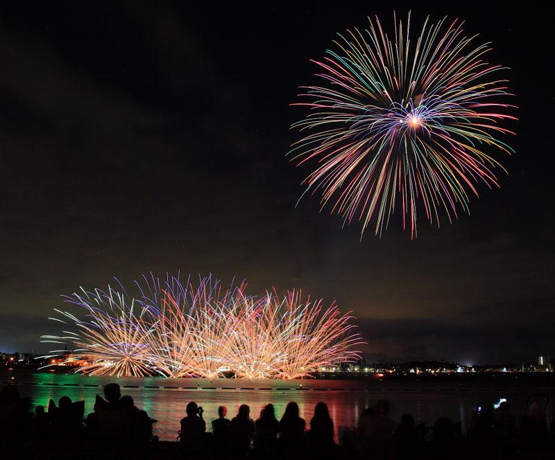 【information】|8/26|知多市|夜空と海を彩る花火が圧巻! 第4回 新舞子ビーチフェスティバル